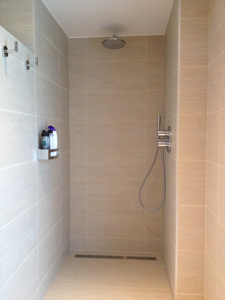 Reno id badkamer voor en na reno id - Facing muur voor badkamer ...